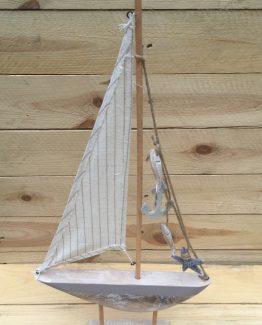 Segelschiff brauntoene aus holz (Medium)